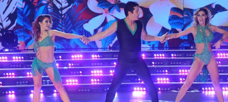 ¿Quieres aprender a bailar con dos chicas?